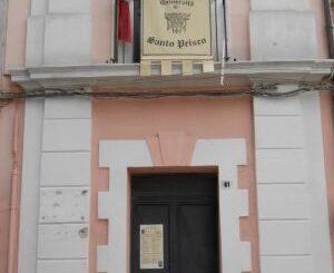 La settecentesca Torre dell'Orologio, sede dell'Associazione Storia Locale